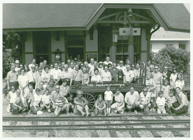1971 convention goers pose in front of The Grizzly Flats depot